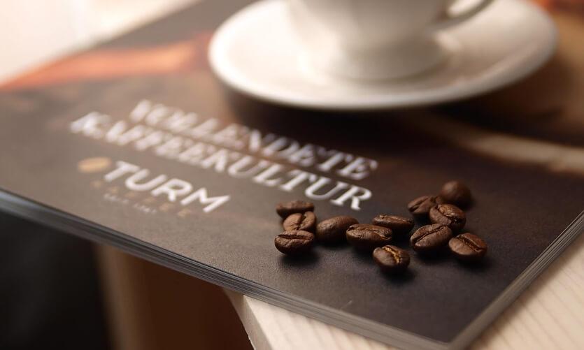 Zástupce vysoce kvalitní švýcarské kávové kultury přináší Turm Kaffee.